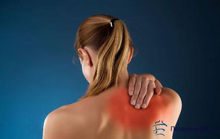 болит спина в области лопаток